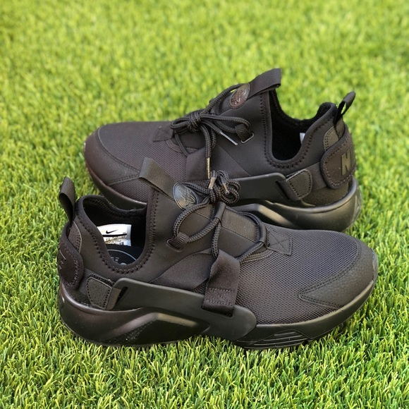 6c8c20fcfc3d 🚨PRICE DROP🚨 Nike Air Huarache City Low. M 5c219bfd9539f7fe5199159c